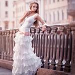 Аватар Девушка в свадебном платье на мосту