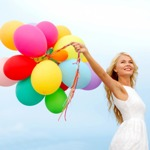 Аватар Девушка держит в руках разноцветные воздушные шарики