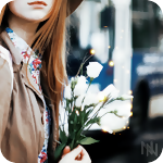 Аватар Девушка с белыми цветами в руках