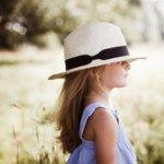 Аватар Девочка в белой шляпе