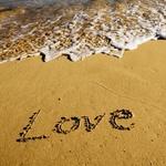 99px.ru аватар Морская волна набегает на песчаный берег с надписью love / любовь