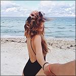Аватар Девушка в черном купальнике, ведет парня за руку к морю
