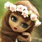 Аватар Кукольное личико с длинными волосами в венке из роз