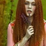 Аватар Девушка с цветами в руке, ву Agnieszka Lorek