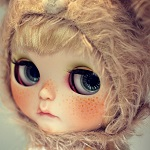 Аватар Кукольное личико с веснушками в шапочке
