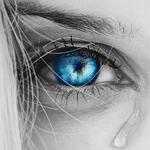 Аватар Девичий голубой глаз со стекающей слезой