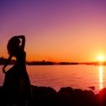 Аватар Силуэт девушки на фоне заката