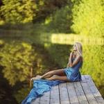 Аватар Девушка сидит на деревянном причале, фотограф Anton Komar