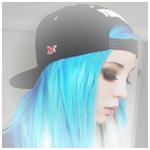 Аватар Девушка с голубыми волосами волосами в бейсболке