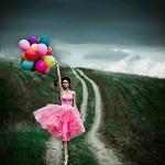 Аватар Девушка с воздушными шарами стоит на дороге, фотограф Светлана Беляева