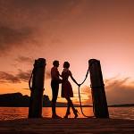 Аватар Влюбленные стоят на фоне заката