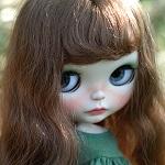 Аватар Кукольное личико с большими глазами и длинными волосами