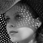 Аватар Девушка в шляпе