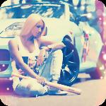 Аватар Девушка сидит у автомобиля с бейсбольной битой в руке
