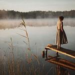 Аватар Девушка стоит на мостике, ву Loreta