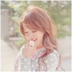 Аватар Девушка с ромашкой в руке