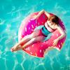 Аватар Девушка плавает на спасательном круге пончике