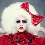 Аватар Девушка в парике и в красном банту