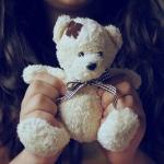 Аватар В руках девочки игрушечный мишка