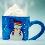 Аватар Голубая чашка с изображением снеговика, внутри которой сливки