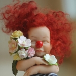 Аватар Кукольный клоун обнимает цветы
