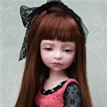 Аватар Девочка кукла с черным бантом в волосах