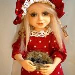 Аватар Девочка кукла в красном платье и шапочке