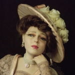 Аватар Девушка кукла в шляпе