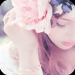 Аватар Девушка с большой нежной розой в волосах
