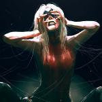 Аватар Девушка с белыми волосами закрывает лицо руками