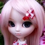 Аватар Кукольное личико с заколкой в волосах