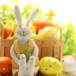 Аватар Плюшевый зайчонок на фоне пасхальный яиц