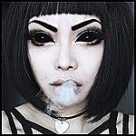Аватар Wylona Hayashi / Вилона Хаяши с демоническими глазами выпускает изо рта дым