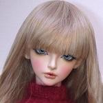 Аватар Кукольное личико с голубыми глазами и длинной челкой