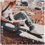 99px.ru аватар Девушка с книгой сидит на крыше дома
