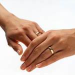 Аватар Мужская и женская руки в обручальных кольцах