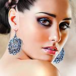 Аватар Девушка с коричневыми глазами с длинными серьгами в ушах, графический дизайнер Alice Newberry
