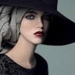 Аватар Девушка в платке и шляпе