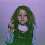 Аватар Маленькая девочка показывает неприличный жест