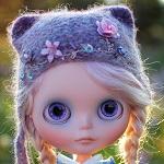 Аватар Кукольное личико с большими глазами и вязанной шапочке
