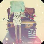 Аватар Девушка, сидя на капоте машины, смотрит карту (Summertime)