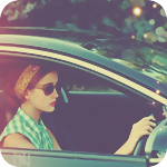 Аватар Девушка в темных очках за рулем автомобиля