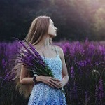 Аватар Девушка с букетом лаванды стоит в поле, by baravavrova
