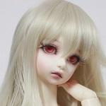 Аватар Кукольное личико с красными глазами и белыми волосами