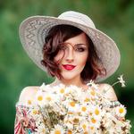 Аватар Девушка в шляпе с букетом ромашек, фотограф Ольга Бойко