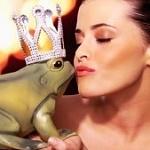 Аватар Девушка рядом с лягушкой в короне