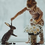 Аватар Девочка держит зайчика за ухо