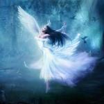 Аватар Девушка ангел в мистическом лесу
