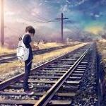 Аватар Девушка с рюкзаком стоит на железной дороге