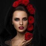 Аватар Девушка с красными розами